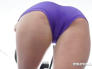 Briana Banderas Puede Follar Hasta Caminando en el Gym
