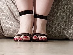 Red toes BBW sexy feet