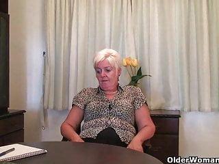La nonna ha bisogno di un orgasmo in questo momento