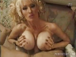 Extravagants mature tits2