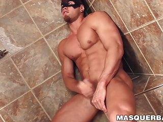 سکس گی ماچو شخص عضلانی براد با یک ماسک بر چهره جک خود را خاموش فیلم عضله کلوخه استمناء HD خروس بزرگ