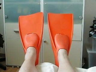 orange rubber flippers II – ich liebe Gummiflossen
