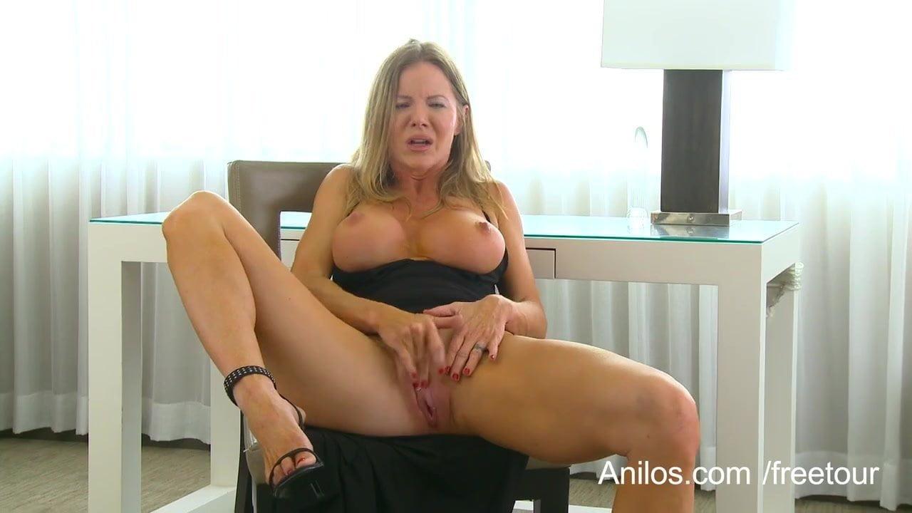long legged naked babes