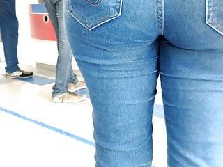Voyeur Hidden Camera video: Tight Jeans 02 in the Mall