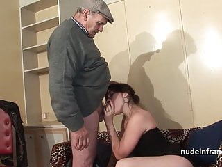 Brunette in foursome with papy voyeur...