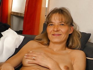 Deutsche Amateure, die blonde Oma in den Mund geimpft
