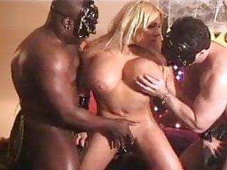 Hot vampire cosplay – blonde has interracial threesome