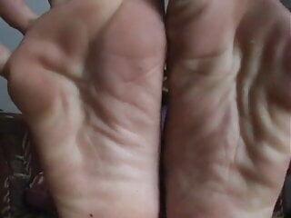 Filipina Toe Spread