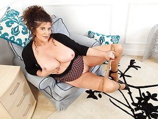 English milf Gilly pleasures her areolas and fanny