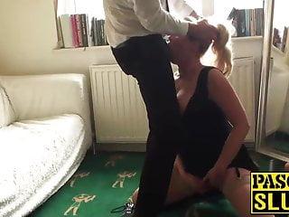 Sexy bionda matura deepthroats e viene scopata da un grosso cazzo