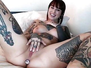 Webcam girl with Tattoos hafe fun