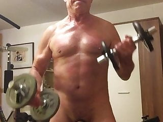 Nude bodybuilding