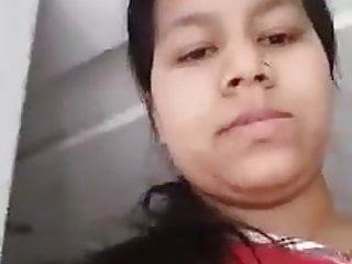 Sexy Indian Bitch Exhibiting Her Knockers & Box For BF