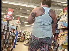 Pawg booty bouncing in leggings