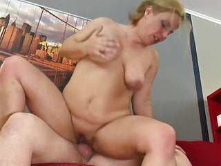 Mature mother squirts bitch...