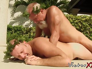 Bearded mature bear enjoys drilling that young tight...