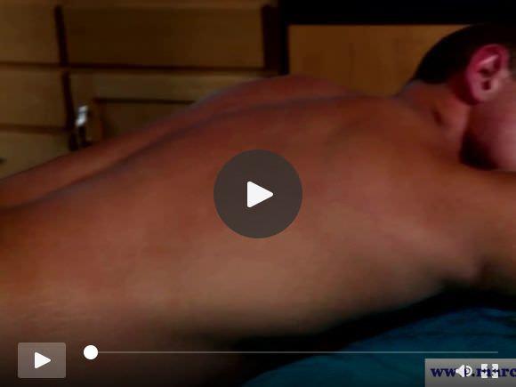 massaggiatore Hunky masturba sperma mentre asino scopata