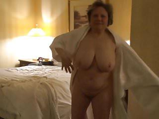 Momento schietto con nonna nuda