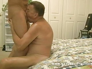 Muscular mature man fuck a young piece of...
