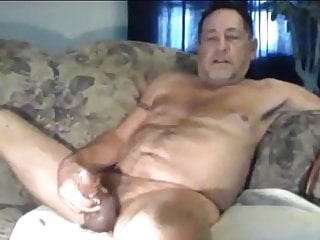 Hunk daddy shooting a nice load 161120