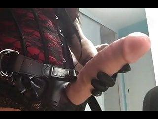 Mistress Noha having fun with my ass. Se divierte con mi cul