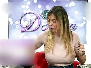 Nipples Tits Femdom video: CAPEZZOLI GONFI DI MANUELA... SENZA REGGISENO..