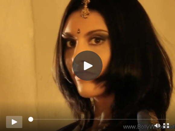 श्यामला प्यारी भारतीय लड़की नग्न