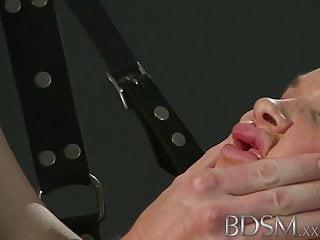 BDSM XXX Il bellissimo sottomarino non sa quando stare zitto