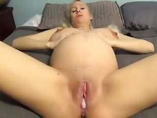 Receives an oozing creampie...