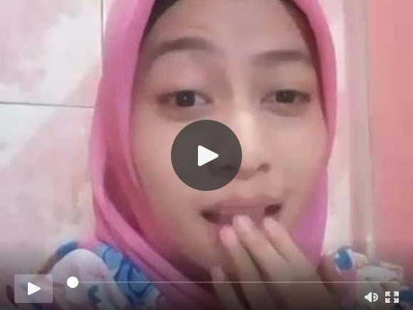 शावर इंडोनेशियाई मुस्लिम लड़की गुलाबी में मेल्ली हस्तमैथुन